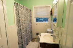 bathroom-at-LEC